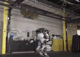 Робот Atlas научился кувыркаться и вставать на руки