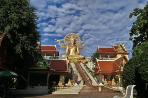 Кому в Таиланде советуют отправиться на Самуи, посетить спа, бар и Золотого Будду