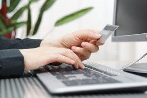 Туристы все чаще платят за туры в онлайне
