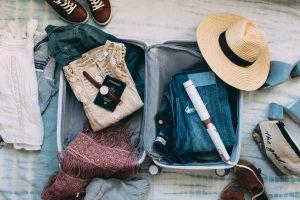 Россияне отправляются в путешествия без денег, паспорта и солнцезащитных очков