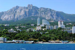 Исследование: популярные недорогие поселки для отдыха на море летом-2020