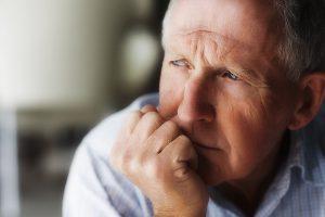 Мужчины умирают от коронавируса в два раза чаще женщин