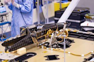 Марсианский дрон установили на марсоход «Персеверанс»