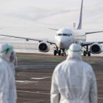 Авиакомпании увольняют пилотов и урезают зарплаты, чтобы хоть как-то выжить