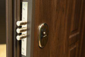 Заказ входных металлических дверей в компании «Двери Квадро»