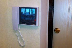 Надежная защита дома с видеодомофоном