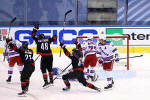 «Каролина» выбила «Нью-Йорк Рейнджерс» из плей-офф НХЛ