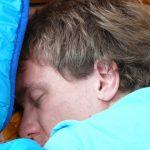 Недостаток и избыток сна связаны с ухудшением работы мозга