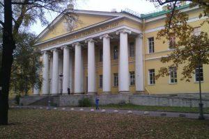 Мариинская больница в Санкт-Петербурге закрылась для приема пациентов из-за вспышки COVID-19