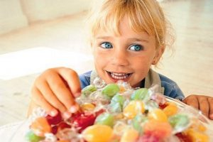 Сладости: почему все дети их любят