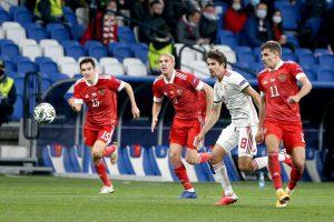 Сборная России потеряла две позиции в рейтинге ФИФА