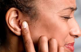 Почему не слышит ухо?