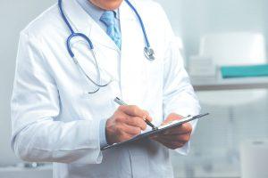 Большинство россиян в отпуске не обращаются ко врачу, а занимаются самолечением
