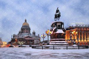 Туристы массово аннулируют новогодние туры в Санкт-Петербург