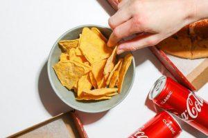 Любимая подростками еда оказалась вредной для здоровья их сердца