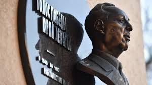 В Москве открыли мемориальную доску в честь Юрия Левитана