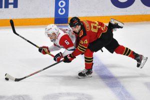 На оставшиеся четыре места в плей-офф Западной конференции КХЛ претендуют пять команд