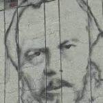 Омские художники создают портрет Достоевского в технике граффити