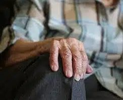 Возраст увеличивает риск рака кожи больше, чем ультрафиолет