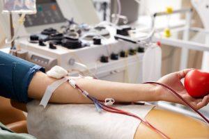 «Антиковидная» плазма почти вдвое повышает выживаемость пациентов с раком крови