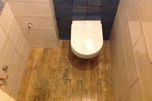 Ремонт полов в туалете