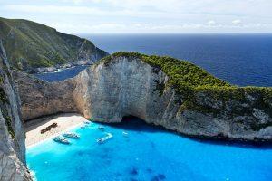 В Греции ужесточили правила пребывания в двух районах