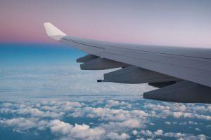 Летать бюджетно: авианаправления, где средний чек сократился более чем на 20%