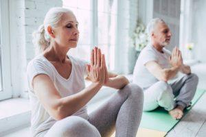 Занятия йогой для пожилых людей – за и против