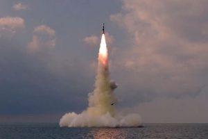 КНДР запустила баллистическую ракету подводного старта